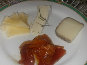 Cheese_plate_with_quince_mustarda_1